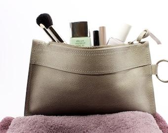 Cosmetic bag FLAT. Grey. Beige. Leather.