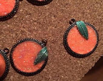 Glitter peach necklace