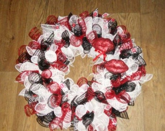 VALENTINES KISSES WREATH