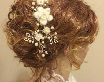 Bridal Hair Comb with Felt flowers and Vines, Wedding hair comb, flower hair comb, winter wedding, ivory headpiece
