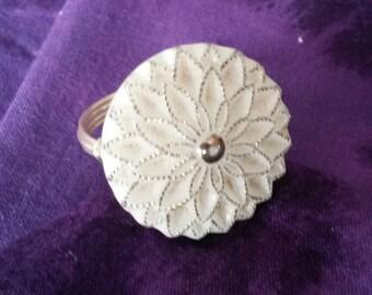 White Vintage Flower Button Ring