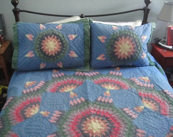 Beautiful vintage star quilt with shams