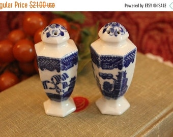 End Of Summer SALE Vintage Set of Hexagon Blue Willow Salt and Pepper Shakers