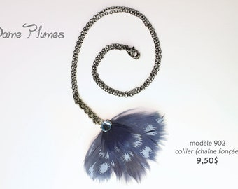 chain necklace with feathers