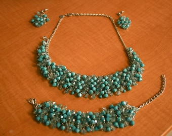 Turquoise colored beaded jewelry set