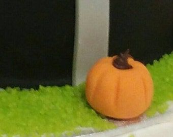 30 edible fondant pumpkins cupcake toppers.