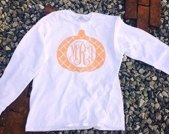 Quatrefoil Monogram Pumpkin Tee, Fall Tee, Fall Shirt, Pumpkin Shirt, Pumpkin Initial Shirt, Pumpkin Shirt with Initials