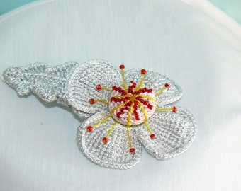 barrette with knitted flower