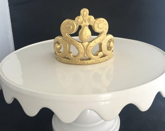 Fondant gumpaste crown cake topper