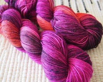 Introvert | Stellina | Hand Dyed Sock Yarn | 438yds | 75% Superwash Merino / 20 Nylon / 5 Stellina