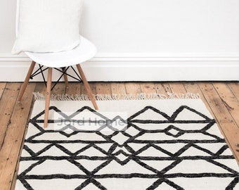 Geometric Monochrome Wool Rug - The Elve