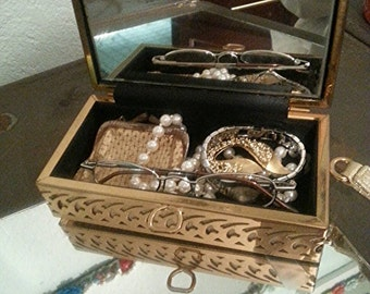 Vintage furnished cosmetic clutch purse