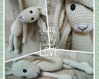 Crochet of large Schlenker Bunny Emil 50 cm