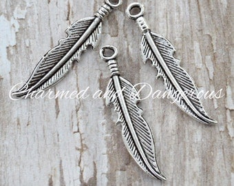10 Tipped Feather charms (CM79)