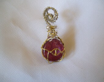 Wire wrapped mauve color cabochon with glass beads