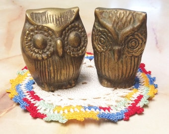 1960s Brass Owls Paper Weight Knickknack Figurine Embossed Flower Eyes Textured Brass Vintage Home Living Office Decor
