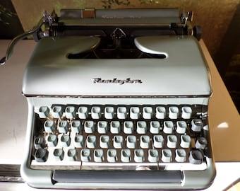 Vintage Remington Senior Riter / Torpedo Blue Bird 18b typewriter * typemachine * machine à écrire * schreibmaschine, original 1950s