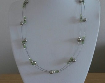 Green crystal and pearl bead wire necklace
