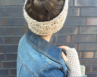 Set of wristwarmers and headband in a pretty beige