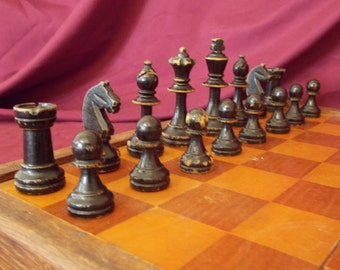 Staunton chess set. Vintage chess set.