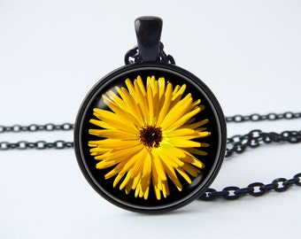 Flower pendant Flower necklace Plant jewelry Floral jewelry Floral necklace Flower jewelry Nature illustration Summertime Yellow flower
