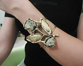 Bracelet handmade in aged varnished brass with pyrite stones,
