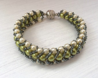 Faux Pearl Bracelet with Magnetic Clasp