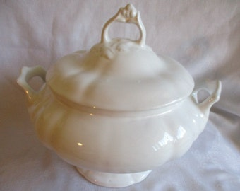 Classic White  (12 cups) Porcelain Footed Soup Tureen with ladle