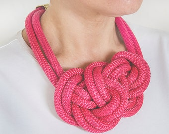 Knots necklace pink