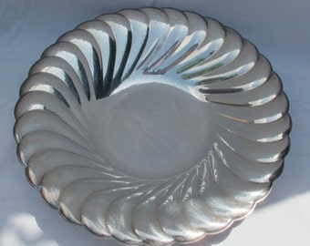 Waverly 3836 ~ Silver Plated Wm Rogers Swirl/Scalloped Round Platter