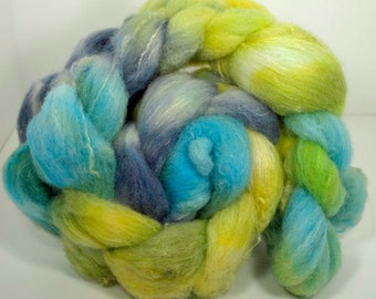 Spring is in the air.  Hand dyed, hand blended spinning roving 115g