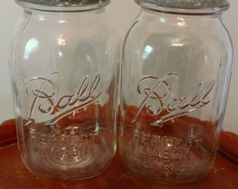 Set of 2 vntage clear Ball Perfect Mason  quart jars with zinc lids