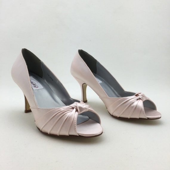 light pink bridal shoes with knot deco bridesmaids shoes