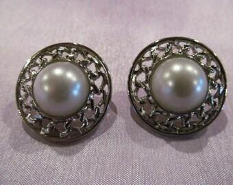 Vintage pearl look pierced earrings, vintage wedding, vintage earrings, Pearl earrings, bridal earrings, bridal jewelry, vintage bridal