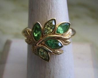Vintage Avon Gold Tone Green Rhinestone Leaves Ring