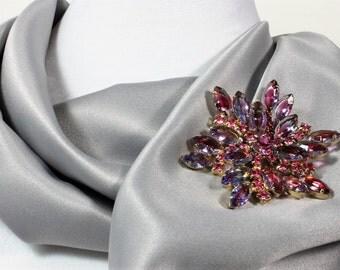 Beautiful Bluish Purple, Pink Rhinestone Brooch set in a Gold Tone Metal, 1950s Vintage