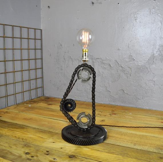 articles similaires 3 pignon cha ne lampe de r cup ration fabriqu la main personnalis e. Black Bedroom Furniture Sets. Home Design Ideas