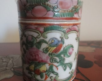 cantonese small storage jar with chinese people depicted   height 7.2cm