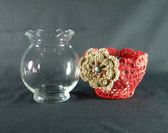 Flower vase with removable decor