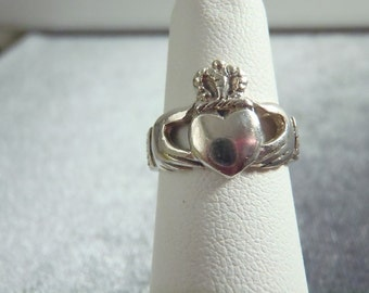 Sterling Silver Claddagh Ring RR31