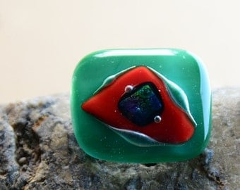brooch green red ann dichroic