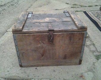 Vintage Wooden Hood Box Excellent Condition with Lid