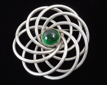 Great vintage modernist silvertone and green glass cabochon flower brooch pin - beautiful mid-century mod flower shape
