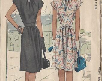 "1946 Vintage Sewing Pattern DRESS B32"" (43) McCall 6402"