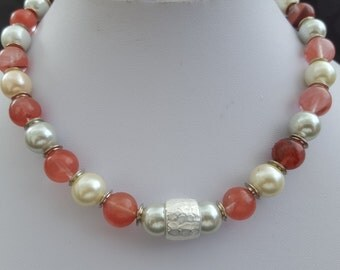 Necklace pink-red with white