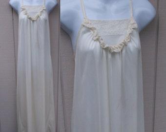 Vintage 70s Ivory White Silky Soft Shiny nylon Maxi nightgown // Sz Sml - Med
