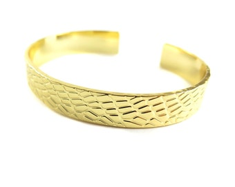 Gold Plated Thick Textured Cuff  - (1x) (K739)