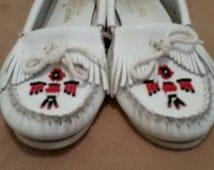 Vintage Minnetonka Moccasins, White,Moccasins,Beaded,Native American,Shoes,Size 8,Fringe,Casual Shoes,Leather Shoes, Boho,Native American