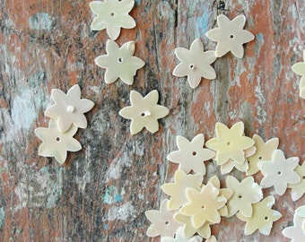 Vintage Cream Flower Sequins 100pc