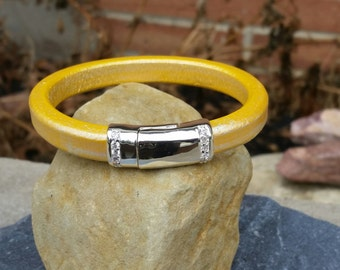 10mm Metallic Yellow Regaliz Licorice Leather Bangle Bracelet with Magnetic Clasp